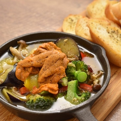 旬野菜とウニのアヒージョ
