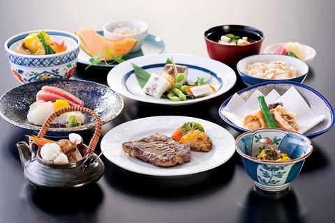 特別な日に最適な個室と会席料理をご用意しております。