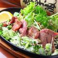 料理メニュー写真仙台牛タンネギ塩/牛すじ煮込み豆腐/あなごの炙り
