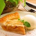 料理メニュー写真アップルパイ~アイスクリーム添え~