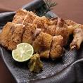 千葉県の銘柄鶏「水郷赤鶏」を使ったお料理を豊富にご用意。水郷赤鶏本来の旨味が楽しめる水炊きや、焼き、天婦羅など様々な鶏料理をお楽しみ下さい。その他、様々な一品料理に使われている食材も、素材や産地にとことんこだわっております。