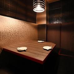 2名様の半個室テーブル席♪カップルやご夫婦に人気のお席です★お二人だけの空間は大切な時間をお過ごし頂くのにピッタリです◎プライベート空間を存分に味わってください♪大事な方と特別な時間を過ごす時にご利用ください。