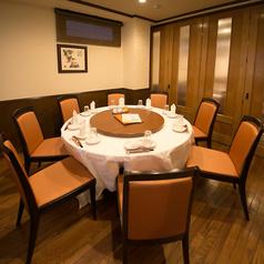 10名様向けの個室円卓テーブルが2つ♪