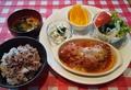 料理メニュー写真セルビア料理チュフタセット