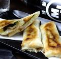 料理メニュー写真竹輪とチーズの焼春巻き(3本)