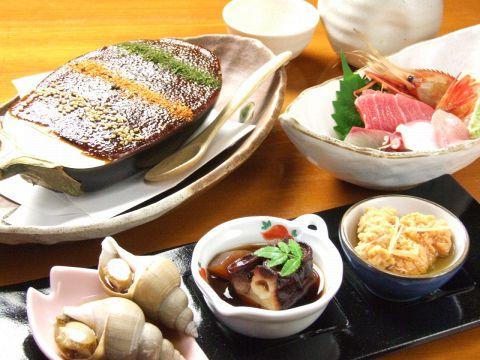 高級感ただよう店内でゆったりと旬の食材を味わえる【和楽】