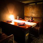 しっとり落ち着ける空間。接待や特別なデートにも最適な広くて優雅な完全個室です。