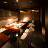 広々としたテーブル席は仕切りを入れ替えて大人数にも対応!人数が増えても安心です。
