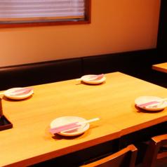 ゆったりおくつろぎ頂けるテーブル席をご用意しております♪学校終わり、お仕事終わりに温かいお鍋を食べにいらしてください☆★