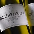 【ドゥルト・ソーヴィニヨン・ブラン】フランス。すっきり辛口・白。ボルドー大学の教授である白ワインの魔術師ドゥニ・デュブルデュー教授とのドゥルト社の共同開発によって生まれたソーヴィニヨン・ブラン100%の白ワイン。味わいは軽快で果実味と酸味のバランスが良く、爽やかな余韻が続きます。フルボトル・・・2600円