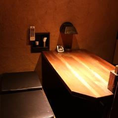 4名様向け半個室造りのテーブル席です。同タイプが2室あります。