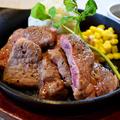 料理メニュー写真豪快!牛ステーキの鉄板焼き