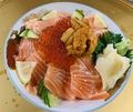 料理メニュー写真うに・いくら・サーモンの三色丼