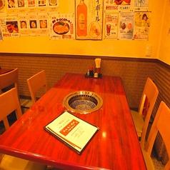 テーブル席は2卓ご用意し、最大で6名様卓と5名様卓のご用意ができます★少人数での飲み会にオススメです♪