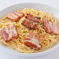 料理メニュー写真【クリームソース】厚切りベーコンのカルボナーラ <R:170g>
