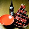 ご宴会特典盛りだくさん。お酒のお好きな方には、日本酒タワーやボトル寄せ書きラベルのサービスはいかがでしょうか。大人数宴会でも大盛り上がり間違いなし!事前のご予約をお願いいたします。ボトルは【日本酒】【芋焼酎】【麦焼酎】よりお選びください。(※銘柄は選べません)