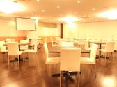 テーブル席は最大30名様までOK!4名席×3・12名席×1・6名席×1ご用意しております。
