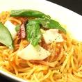 バジルとモッツァレラチーズのトマトソーススパゲティ:830円+税