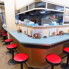 カウンター席を8席ご用意しております。厨房の様子も見えるカウンター席。2人で大切な話をするのにも、1人でゆっくり飲むのにも良し!な居心地の良いカウンター席です。