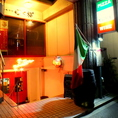 この赤い扉が目印です!!戸塚では珍しい生ハムも用意しております♪