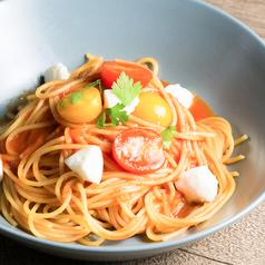 料理メニュー写真完熟トマトとモッツァレラチーズのトマトソース