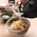 料理メニュー写真特製かき揚げの天茶~特製岩手ワカサギ魚醤の香りダシで~