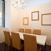 人気の個室!白で統一されたオシャレな空間でお楽しみください