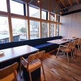 窓際のテーブル席は女子会やコンパ、小規模宴会に人気です♪
