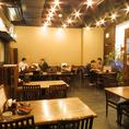 広々とした店内空間ですので、お客様がゆったりとお座りいただけます。お席の間隔もちょうど良いと好評いただいております♪
