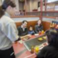 【鉄板料理】関西ではおなじみの粉もん文化は、ファミリー・カップル・友人同士で同じ鉄板を囲むコミュニケーションツールのひとつです。お好み焼きメインのお食事動機のお客様から、鉄板焼を酒の肴として楽しむ鉄板居酒屋使いのお客様まで、ニーズに合わせて、そして同時にお楽しみいただけます。