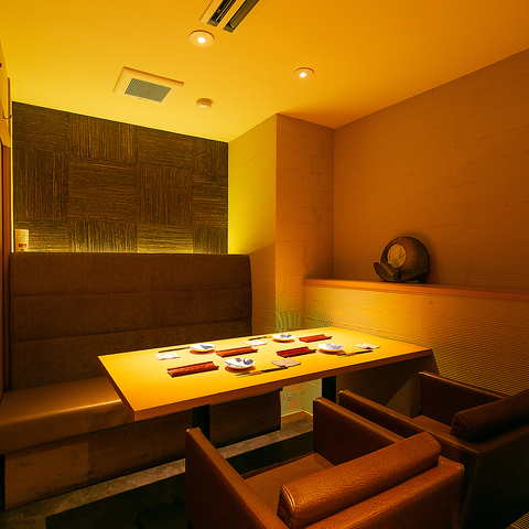 個室で焼鳥 こだわりの日本酒を楽しめる。デート・接待に。カウンター席も人気!