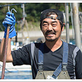 ◆生産者:株式会社 海遊 伊藤 浩光様◆ 雄勝の牡蠣・ほや・帆立を育てています。雄勝湾は緑豊かな山々に囲まれていることもあり、山からの栄養分を豊富に含んだ海水のお陰で、より一層美味しい水産物が出来上がります!顔の見える水産業で「安心・安全」を届ける為に六次化産業を目指します。