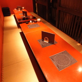 6名×4席の掘りごたつ式小上がり席/フロア貸切をすれば個室としても利用が可能です。最大30名様弱まで