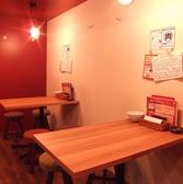 1階テーブル席(4名×2)