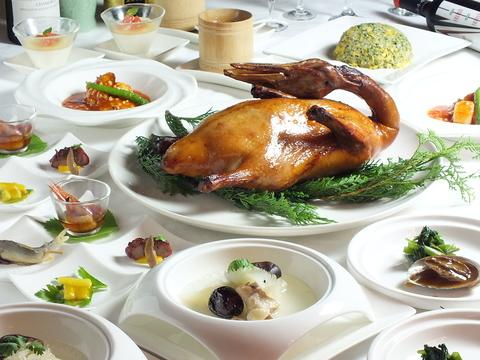 高級食材と旬の味覚を組み込んだ料理でおもてなし。