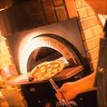 マチルダといえば【窯焼きピッツァ】♪500度の窯でイッキに職人が焼きあげます!!マチルダの窯で焼き上げるのは、自社ファームのフレッシュバジルを使用したピッツァ。イタリアンピッツァ王道のマルゲリータからクワトロフォルマッジョwithはちみつ、カルツォーネなどぜひご賞味ください☆思わず笑顔になるおいしさです!