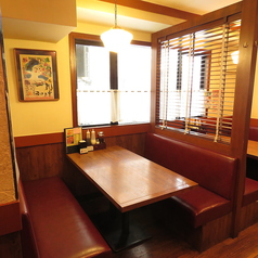 6名テーブル席は2卓のご用意がございます。