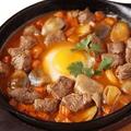 料理メニュー写真牛ヒレ肉とマッシュルームの特製トマトソース (パン付)
