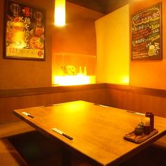 会社帰りにワイワイお酒を飲みたい気分のときはこんなテーブル席はいかがですか?楽しい雰囲気を店内にいる皆様で共有していただけます◎