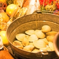 地産地消のお野菜や朝獲れ鮮魚も楽しめます♪『港直送!!お刺身カルパッチョ』や『アクアパッツァ』『香草パン粉焼』、盛り上がること間違いなし『名物 活はまぐりのつかみ取り!!』など豊富なメニューをご用意しております!