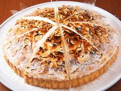 料理メニュー写真レモンとメレンゲのタルト / イチゴのショートケーキ / イチゴのショコラケーキ