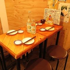 奥のテーブル席は半個室的空間♪