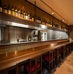カウンターは全8席ご用意がございます。目の前に料理長がおりますので、おすすめの日本酒など気になる方はお声掛け下さい。※現在は間隔を保つため7席となっております。