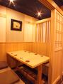 接待や大切な日のお食事に最適な《和モダン》な個室空間。九州名物を食すのにふさわしい落ち着いた空間です。