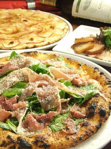 本格薪窯で焼き上げるピッツァ!サクッ、フワッ、もっちりの食感を是非どうぞ♪