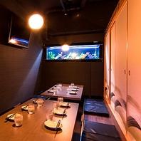 居酒屋ととりこ新宿東口店の店内入口に水槽がお出迎え