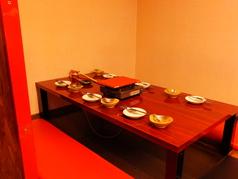 少人数での食事に使いやすい、便利な掘りごたつ席。
