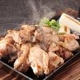 「今日は地鶏で楽しみたい!」というお客様にピッタリな地鶏の食べ放題コースをご用意しました!宮崎地鶏を使用したお料理3種が食べ放題♪お酒にも合う定番の地鶏唐揚げ、タルタルとほんの少しの酸味が相性抜群なチキン南蛮、素材の旨味をシンプルな味付けで楽しめる地鶏鉄板焼きがすべて食べ放題です♪
