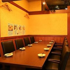 大人数でご利用頂けるテーブル席の個室を当店はご用意しております!親戚同士のちょっとしたお食事会や、二次会などにご利用してみてはいかがでしょうか。21時半以降では【21時半以降限定】2時間飲み放題付きの二次会コース3,000円をご提供しております!