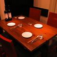 2名様からご利用いただけるテーブル席です!片側はベンチシートでゆったりお使い頂けます。